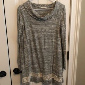 Mint Julep Boutique Gray tunic with lace details